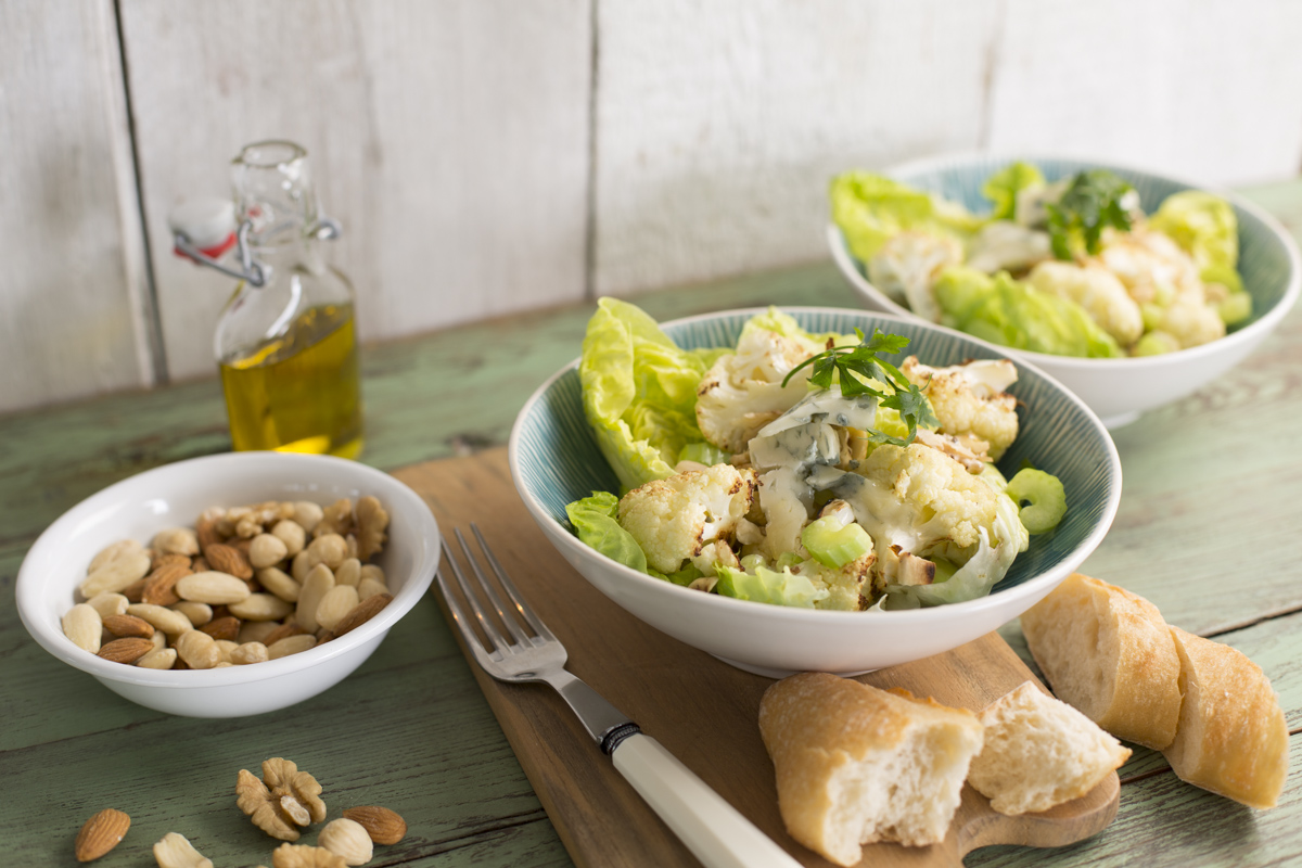 Roasted cauliflower salad with Gorgonzola and roasted nuts