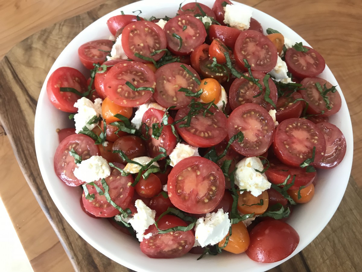 Easy and creamy labne (labneh) and tomato salad