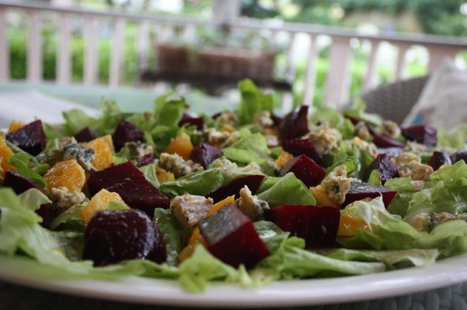 oakleaf_lettuce_salad_with_orange_and_roasted_beetroot