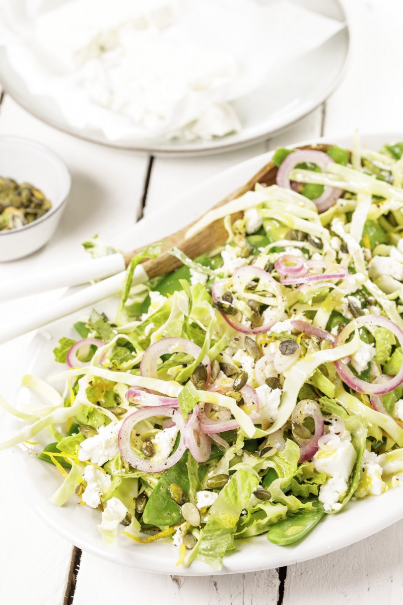 Pointed cabbage salad with onion and mangetouts