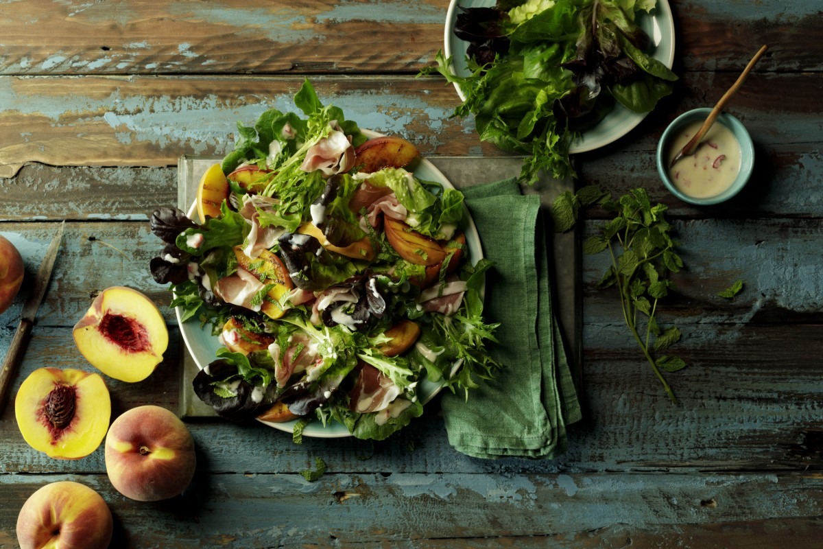 Salad of grilled peach with prosciutto and yoghurt dressing