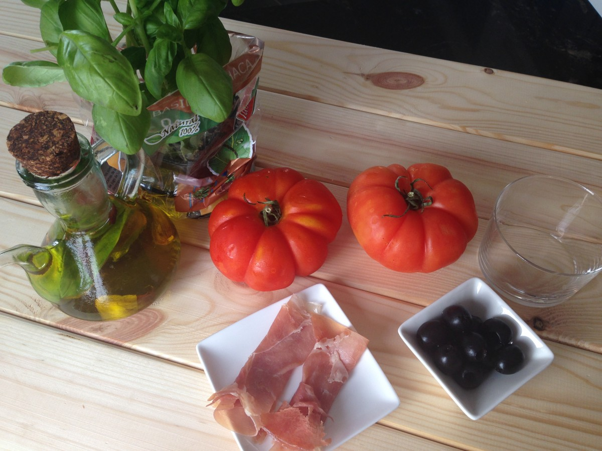 Ingredients for a Spanish salad with crispy ham, tomato and basil