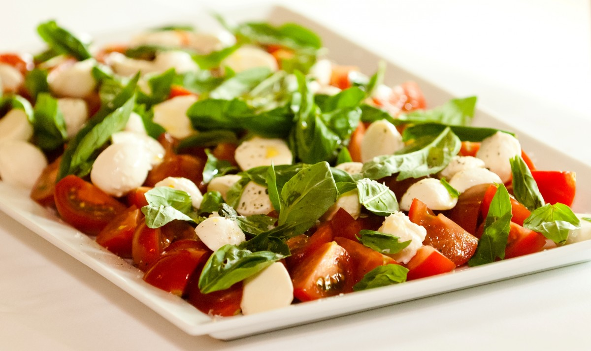 tomato and basil salad caprese