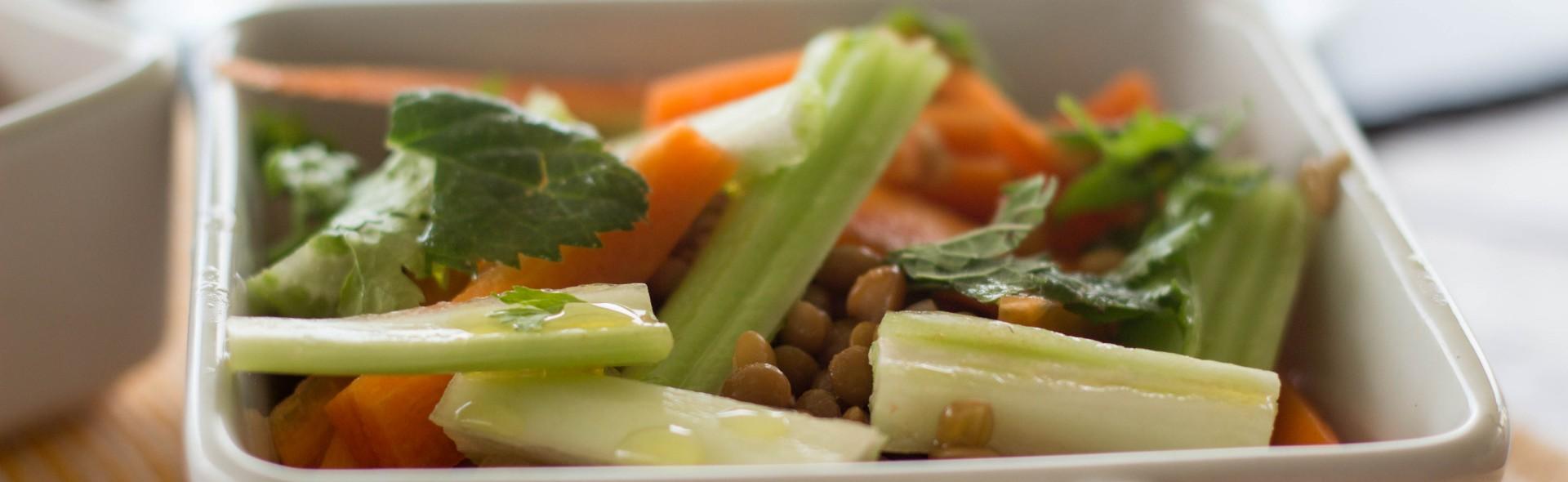 Ensalada de zanahoria y apio con lentejas menta y - Ensalada de apio y zanahoria ...