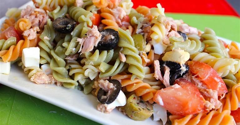 Nudelsalat Mit Ei Thunfisch Tomaten Und Oliven Love My Salad