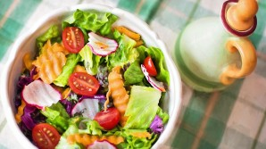 Diferentes aliños para ensaladas que podemos hacer con frutas