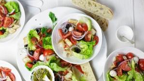 5 manieren om je  kant-en-klaar salade een upgrade te geven