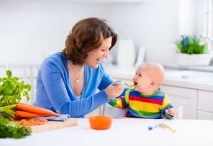 Eerste hapjes voor je baby. Begin je bij 4 óf 6 maanden?