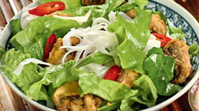 Green salad with glass noodles and fried mushrooms