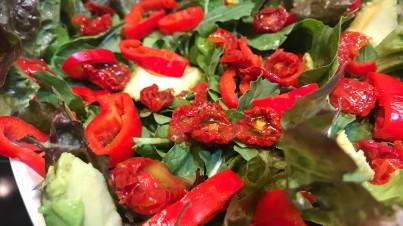 Sabrosa ensalada de Sweet Palermo y cherrys semideshidratados