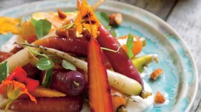 Insalata di carota antica, yogurt, mandorle e miele