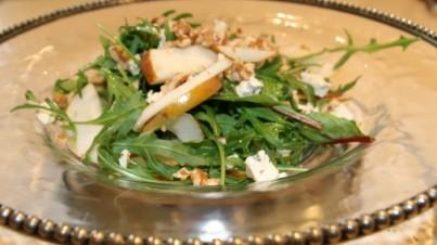 Ensalada de pera con rúcula, acelga y roquefort