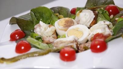 Salade de chèvre chaud et tomates cerises