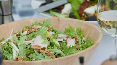 Salanova®-Crispy Salat mit Walnüssen und Birne