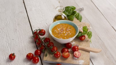 Give a special flavour to your salads with a tomato dressing!