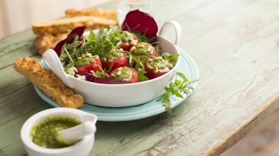 Tomatensalade met rucolapesto