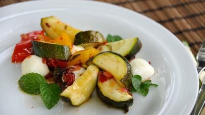 Salat mit gerösteten Zucchini