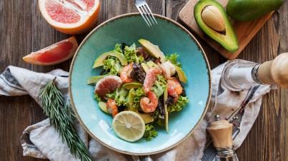 Růžový grapefruit a avokádový salát