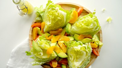 Frisse avocado salade met perzik