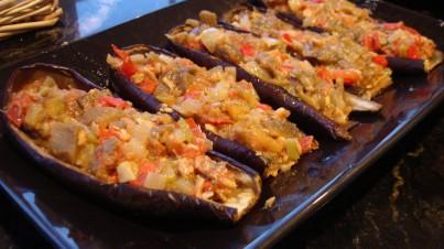 Berenjenas rellenas de pisto de verduras y atún