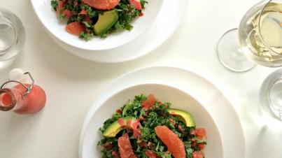 Boerenkool salade met grapefruit en aardbeien