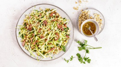 Pointed cabbage salad with bacon and hazelnuts