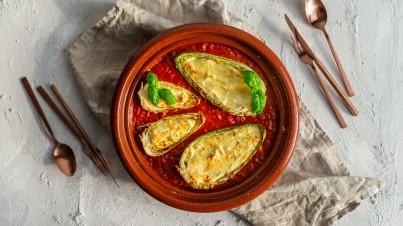 Gefüllter Cabissi mit Basilikum-Ricotta auf Tomatensoße