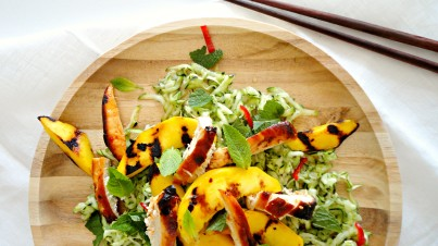 Fresh zucchini salad with spicy chicken and grilled mango