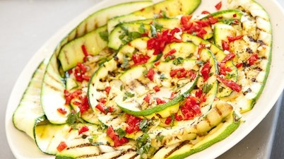 Zucchini-Salat mit Minze und Chili