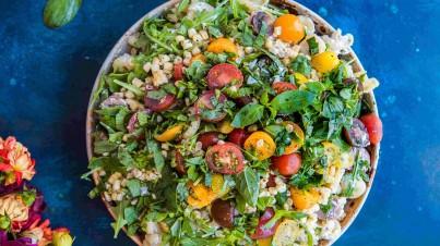 Couscous-Salat mit Feta und Oliven