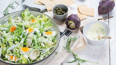 Endive salad with artichoke and boiled egg