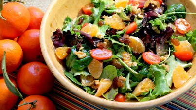 Mandarin salad with cherry tomatoes and nuts