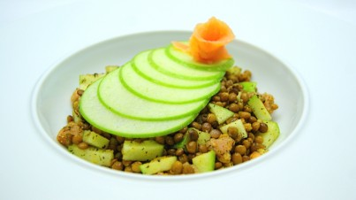 Lentils, smoked salmon and apple with fresh dill dressing