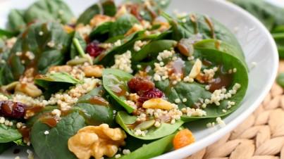 Ensalada de espinacas, quinoa y frutos secos