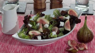 Salade de figues, feta et laitue oakleaf