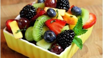 Salada de frutas frescas da estação