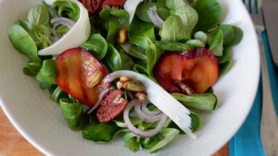 Salade van gegrilde nectarines met Hollandse geitenkaas