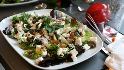 Baby Cos salad with caramelized pear and goat cheese