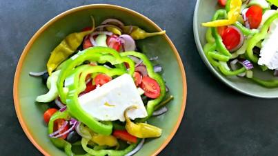 Griekse salade met groene pepers