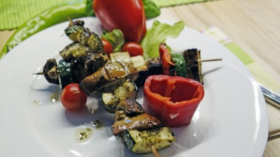 Gemüsespieße mit Halloumi