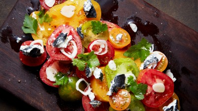 Mixed tomato salad with goat cheese