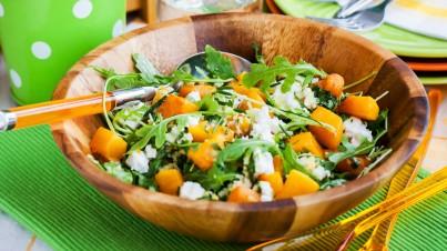 Salade de courge rôtie, feta et épinards au miel et pignons de pin