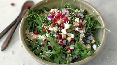 Aubergine salade met feta en quinoa