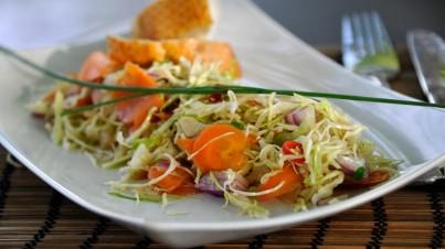 Salade de chou vert sauce aigre-douce