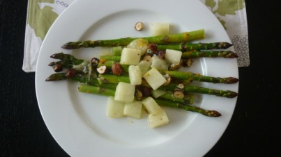 Asparagus with gold honeydew melon