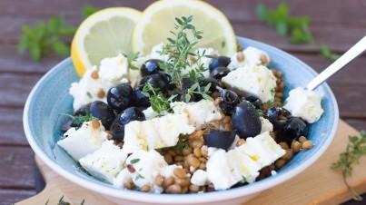 Linzensalade met feta en zwarte olijven
