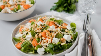Chicken salad with carrots and goat's cheese