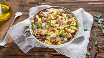 Rice salad with borlotti beans, gorgonzola and luganega sausage