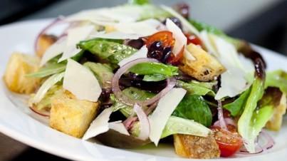 Salade de Pâques - Panzanella aux laitues tricolores