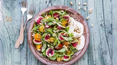 Rucola salade met vijgen, tomaatjes en mozzarella